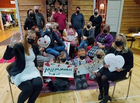 Vähikkälän seuratalolla pidettiin Suomen älykkäin kylä -kisastudiota.
