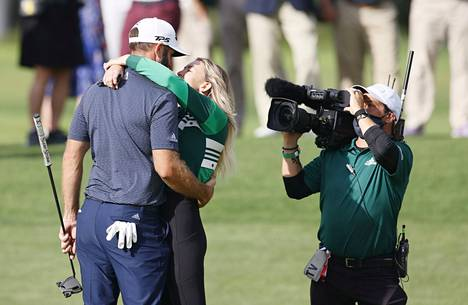 Paulina Gretzky juhli puolisonsa Dustin Johnsonin saavutusta sunnuntaina.