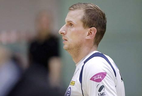 Joni Mikkonen oli pelannut yleispelaajana viimeksi toissa kaudella.