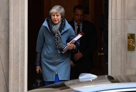 Englannin pääministeri Theresa May keskiviikkona lähti jälleen tapaamaan EU-johtajia, tällä kertaa Brysseliin.