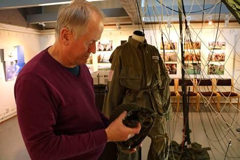 Pentti Hakamäki on kuvannut Normandian maihinnousun 70- ja 75-vuotisjuhlapäiviä Ranskassa. Sen lisäksi hän on osallistunut juhlissa laskuvarjohyppyihin.