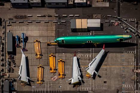 Syksyn mittaan voimaan tulevat Kiinan uudet tullit iskevät myös amerikkalaisten lentokoneiden ja niiden osien tuontiin. Kuvassa valmistuu Boeingin matkustajalentokone.