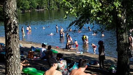 Torstai oli kuluvan vuoden toistaiseksi kuumin päivä Pirkanmaalla. Näin hellepäivästä nautittiin Suolijärven uimarannalla 25. kesäkuuta 2020.
