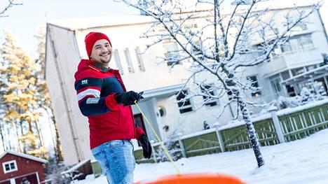 Yrittäjä Andreas Holmi on vetovastuussa toiminnasta, ja hän osallistuu myös kaikkiin talon töihin ja pihapuuhiin. – Panostamme turvalliseen perushoivaan ja huolenpitoon, olemme lasten ja nuoren elämässä läsnä ja lähellä.