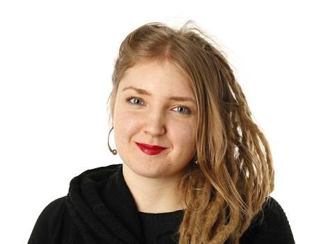Satakunnan Kansan toimittaja Anniina Nikander. Kuvat kolumniin, alakertaan, henkilökorttiin, jne.