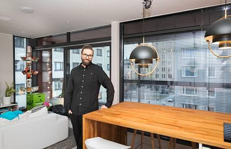 Kim ja Minna Stenbäck ovat asuneet Hallituskatu 22:n uuden kerroksen päätyhuoneistossa reilut kaksi viikkoa. Ryhmärakentamisen neuvottelut sujuivat Kim Stenbäckin mielestä Hallituskadulla kivuttomasti, koska ryhmä oli sopivan pieni.