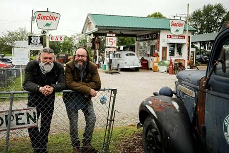 Rentoa meininkiä. Sympaattiset brittimotoristit Dave Myers ja Simon King ottavat uudessa sarjassa selkoa yhdysvaltalaisesta ruokakulttuurista. Se tapahtuu ajamalla valtatie 66 päästä päähän. Aikaisemmin kaksikko on tehnyt ruoka-ohjelmaa myös muun muassa Suomessa.