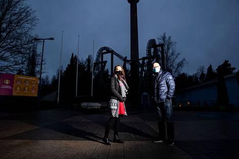 Joulun aikaan suurin osa Särkänniemen henkilökunnasta pitää vuosilomansa, kun Koiramäkikin on kiinni. Kenttävastaava Hanna Tuomolalla ja toimitusjohtaja Miikka Seppälällä oli kuvaushetkellä menossa viimeiset tunnit ennen lomaa.