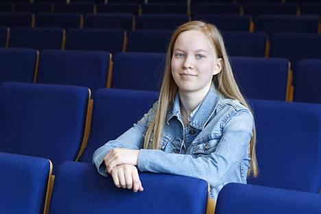 Kolmannen lukiovuotensa syksyllä aloittava porilainen Eeva Sarekivi opiskelee Ulvilan lukiossa musiikkilinjalla.