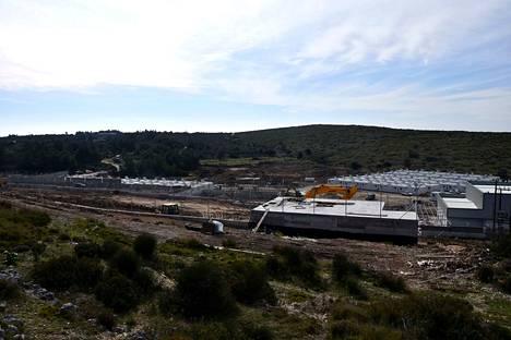 Kreikka on alkanut rakentaa uutta, suljetumpaa pakolaiskeskusta Samoksen saarelle. Sen on määrä korvata ylitäysiä pakolaisleirejä.