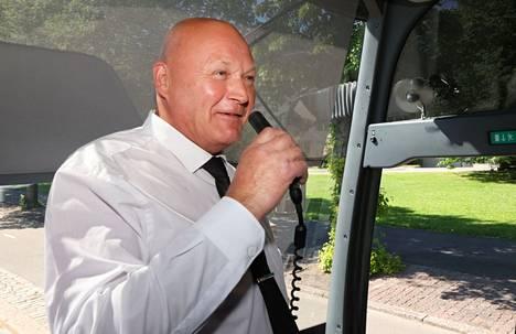 Bussinkuljettaja Ari Luoma ajoi Huuhkajien kannattajat kohti Pietaria.