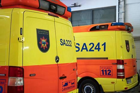 Neljä nuorta kiidätettiin onnettomuudesta ambulanssilla Satasairaalaan.