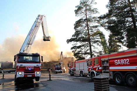 Hiittenharjun hotelli tuhoutui rajussa tulipalossa viime viikon keskiviikkona.