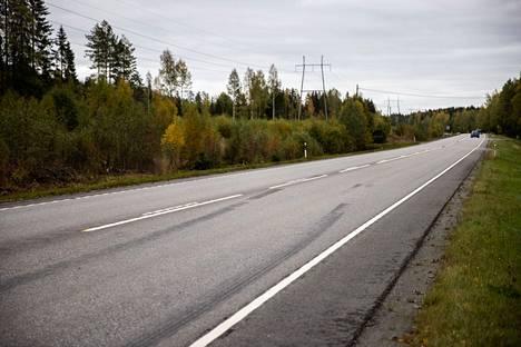Porintiellä lähellä Pinsiöntietä tapahtui liikenneonnettomuus 22. syyskuuta. Nämä jarrutusjäljet kuvattiin alueella 24. syyskuuta, mutta varmaa tietoa niiden liittymisestä tapahtuneeseen ei ole.