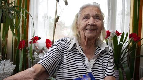 Ester Eskola toimi jatkosodan aikana lottana Kankaanpäässä. Hän sai lapsen jatkosodan alussa, joten rintamalle häntä ei lähetetty.