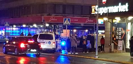 Poliisi saapui nopeasti ampumispaikalle.