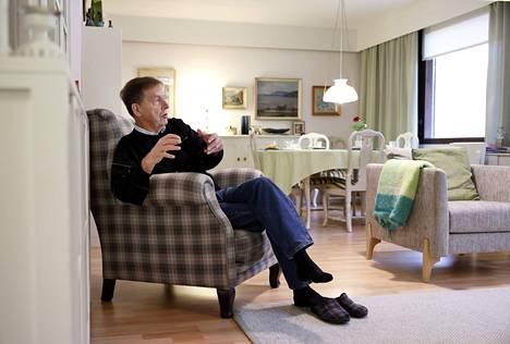 """Mauri Paasilinna kirjoittaa teoksiaan kotonaan Porin Pihlavassa. Juuri ilmestynyt """"Pedon aika"""" on hänen ensimmäinen trillerinsä, ja sille on luvassa myös jatkoa."""