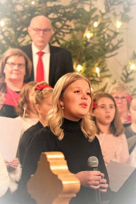 Elli-Noora Rintamäen Hei Mummo ja Varpunen jouluaamuna herkistivät yleisön keskiviikon joulukonsertissa, jossa esiintyivät Lasten laulupaja ja Vox Humana Maria Lindgrenin ja Guido Kriikin johdolla.