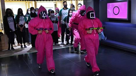 Netflixin Squid Game -sarjasta innostuneet osallistuivat sarjan innoittamina tapahtumaan Abu Dhabissa 12. lokakuuta.