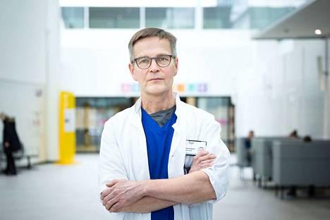 Infektiolääkäri Janne Laineen mukaan tartunnan saanut pirkanmaalainen on varsin hyvässä kunnossa. Samoin hänen kanssaan kotona eristyksessä olevan kolme muuta ihmistä.