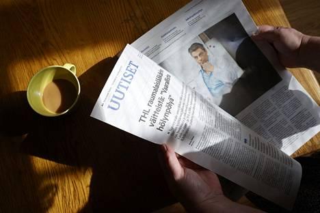 Satakunnan Kansa uutisoi 22.4. raumalaisen lääkärin Mikael Kivivuoren saaneen potkut Terveystalosta väitettyään koronapandemiaa huijaukseksi. Hän vertasi myös koronarokotteita kansanmurhaan. Lääkäriliitto ja THL pitävät Kivivuoren väitteitä vaarallisena disiformaationa. Valvira on aloittanut selvitystyön Kivivuoren toimista.