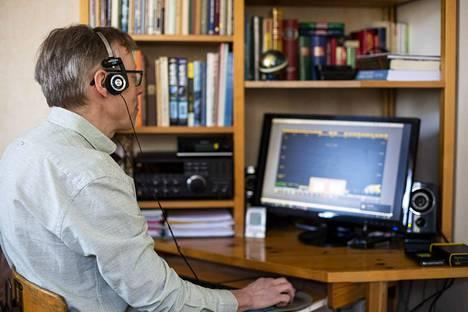 Hyvät kuulokkeet ovat ahkerassa käytössä DX-kuuntelussa.