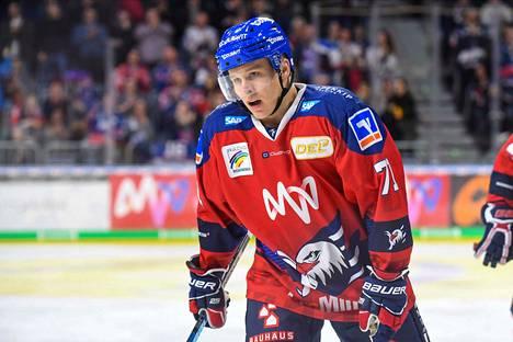Jan-Mikael Järvinen on latonut rutkasti pisteitä Mannheimin paidassa.