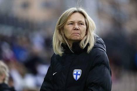 Suomen päävalmentaja Anna Signeul valmensi Skotlantia 12 vuoden 2005–2017.