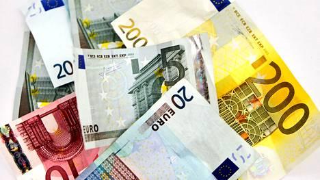 Raha liikkuu tällä viikolla. Tänään keskiviikkona on 300 000 suomalaisella jäänösverojen eli mätkyjen maksupäivä. Ylihuomenna perjantaina taas 1,1 miljoonaa suomalaista saa veronpalautusta.