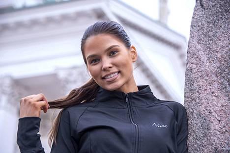Niina Uusi-Autti on yksi kymmenestä Miss Helsinki -finalistista. Voittaja selviää 9. marraskuuta järjestettävässä finaalissa.