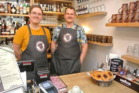 Janne Angerian ja Lassi Tannermaan sekä pärämätsiperjantai löytyvät osoitteesta Puutarhakatu 20. Korona lykkäsi kahvilan avaamista puolella vuodella. Se on avoinna iltapainotteisesti.