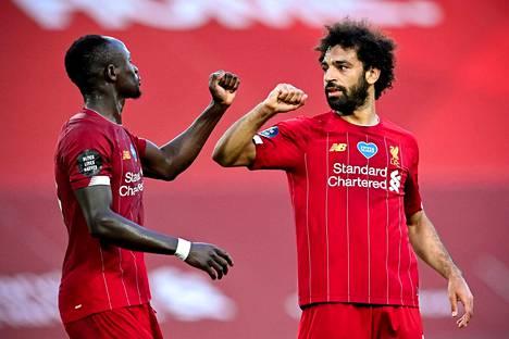 Sadio Manen (vas.) ja Mohamed Salahin Liverpool marssi vastustamattomalla tavalla mestariksi.