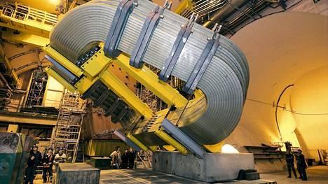 Kokeessa käytetty LHCb-ilmaisin on yksi jättimäisistä laitteista Euroopan hiukkasfysiikan tutkimuskeskuksen suurella kiihdyttimellä.