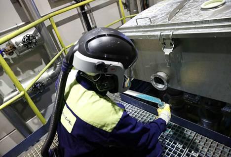 Kirjoittajan mukaan koronan kaltaiseen pandemiaan ei teollisuudessa oltu varauduttu. Pandemia tulee muuttamaan teollisuuden ajattelua ja toimintamalleja. Poikkeusolot nostavat esimerkiksi suomalaisen akkutoimialan mahdollisuuksia pysyvästi.