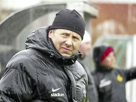 Petri Virtanen luotsaa tuttua miehistöä ensi kertaa Kolmosessa.