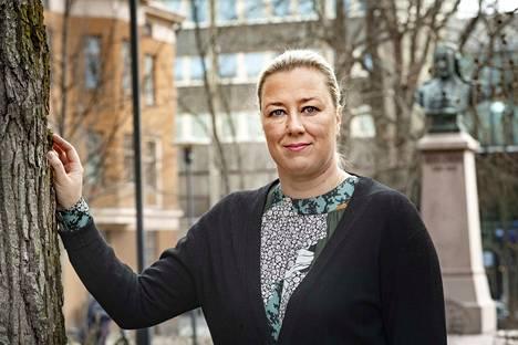 Jutta Urpilainen on EU:n kansainvälisistä kumppanuuksista vastaava komissaari Ursula Von der Leyenin komissiossa. Kuvasimme Urpilaisen Kokkolassa, missä hän on työskennellyt koronarajoituksista johtuen pääsisäisestä lähtien.