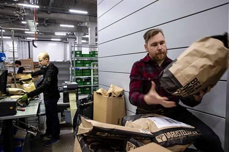 Varustelekan perustaja Valtteri Lindholm sanoo, että onnistunut verkko-ostaminen vaatii viitseliäisyyttä niin verkkokaupan pyörittäjältä kuin kuluttajalta.i.
