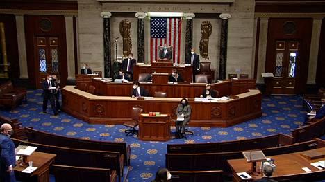 Edustajainhuone äänesti presidentti Donald Trumpin virkarikossyytteestä keskiviikkona.