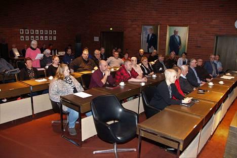 Vihreiden Irmeli Elomaa esitti aloitteen maanantain valtuustokokouksessa.