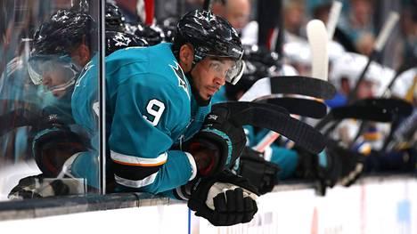 NHL on aloittanut tutkinnan epäilyistä väitteistä, että Evander Kane olisi lyönyt vetoa oman joukkueensa otteluista.