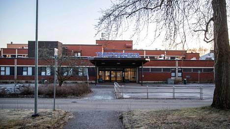 Tältä terveyskeskus näytti syksyllä ennen purkutöiden aloittamista.