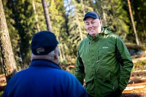 Juha Korkiamäki on toiminut Metsä Groupin palveluksessa jo 32 vuotta. Hänen vastuualueellaan ovat itäisessä Porissa ja Noormarkussa sekä Pomarkussa sijaitsevat metsät. Korkiamäki on innokas sienestäjä, mutta teatteriharrastus on sittemmin vienyt voiton metsästyksestä.
