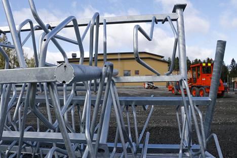 Uuden yhtenäiskoulun  suurten piha-alueiden rakennustyöt ovat vielä kesken Virroilla.