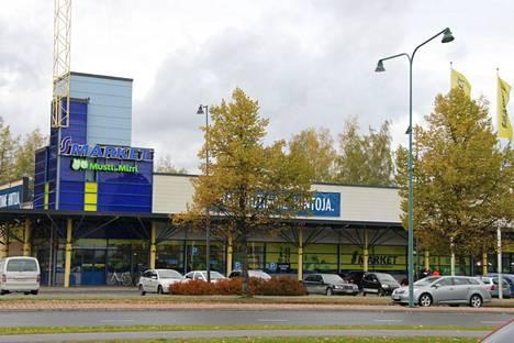 Puuilo tulee S-market Sastamalan tiloihin, kun ruokakauppa suljetaan uuden Prisman valmistuessa Vammalantien jatkeen varteen. S-marketin kiinteistö kuvattiin lokakuussa 2018.