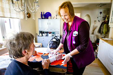 Kotisairaalassa voidaan hoitaa esimerkiksi syöpäsairaita, joilla on vaativa kivunhoito tai suonensisäinen antibioottihoito.