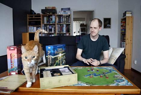 Edi-kissa on pelintekijä Sami Laakson inspiraation lähde. Snowdale Designin peleissä seikkailevat eläinhahmot.