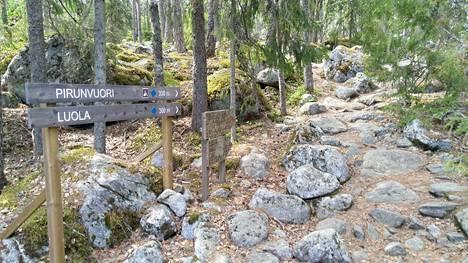 Yksi Ellivuoren alueen hienoimmista luontokohteista on Pirunvuoren huipulla oleva luola ja Kivilinna.