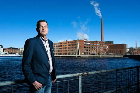 Anton Kanerva johtaa Liljeroosien sukuyhtiötä. Kehruu on vaihtunut vuosisatojen vaihtuessa kiinteistösijoittamiseen.
