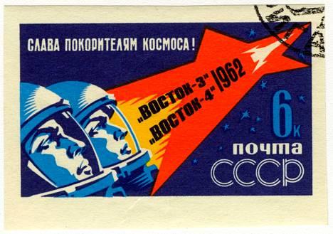 Avaruusaiheisia postimerkkejä on paljon, mutta postikorttia haetaan nyt kilpailun avulla.