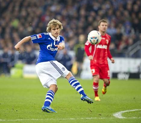 Teemu Pukki pelasi vuodet 2011–2013 Saksan Bundesligassa Schalken riveissä. Kuva on otettu Schalke–Augsburg-pelissä vuonna 2011.
